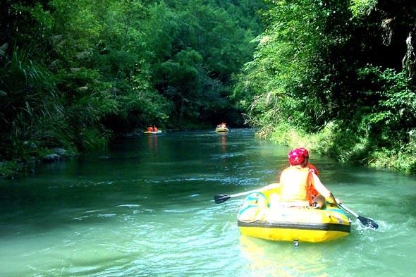 湖南地下峡谷漂流,山水间释放激情