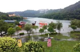 石燕湖赴跳马冬斯港,捐物资铸爱心助灾后重建!