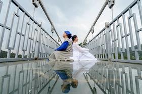 """七夕佳节,百对""""牛郎织女""""免费体验长沙石燕湖玻璃桥!"""