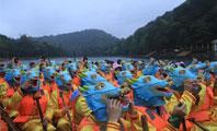 长沙石燕湖这场画风新奇 , 人气火爆的龙舟赛又霸屏了!