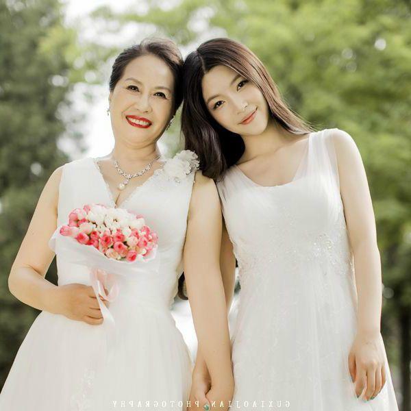 五月石燕湖花样女神季·幸福母女同拍唯美婚纱照