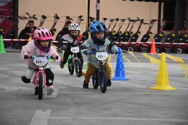 """长沙周末去哪玩?看40个萌宝在石燕湖比赛平衡车,展现""""速度与激情"""""""