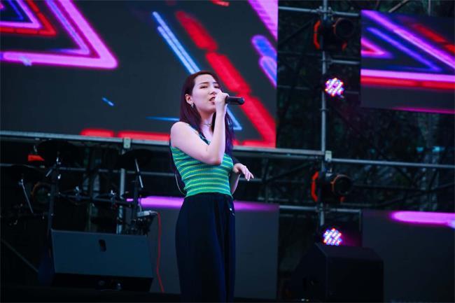 石燕湖音乐节第二天 人气歌手鞠文娴活力来袭!为网红景区打CALL