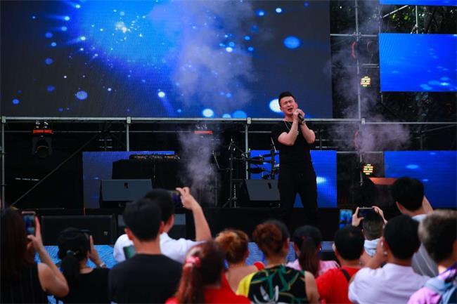 音乐会第三天 刘刚唱响《怀念青春》!打卡石燕湖网红项目