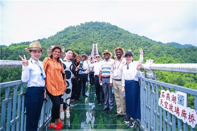 乌干达旅游部代表团来访中惠旅石燕湖 现场体验探讨合作落地