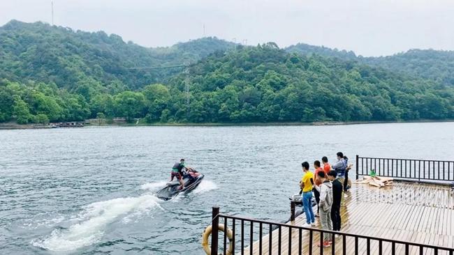 踏上夏日之旅,来石燕湖水上趣味项目!