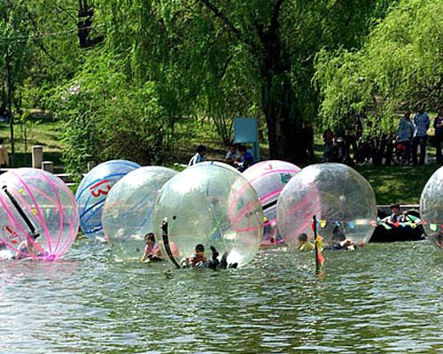 石燕湖水上步行球