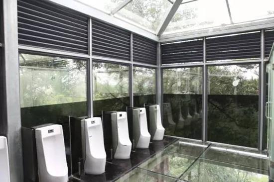 石燕湖全透明观景玻璃厕所