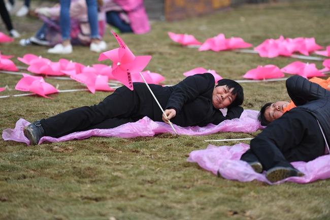 长沙石燕湖妇女节人体拼字
