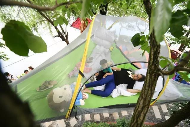 """湖南石燕湖惊现""""树上帐篷"""",体验夏季避暑新绝招!"""
