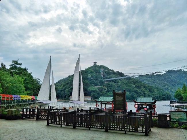 浪漫的长沙石燕湖旅游景区