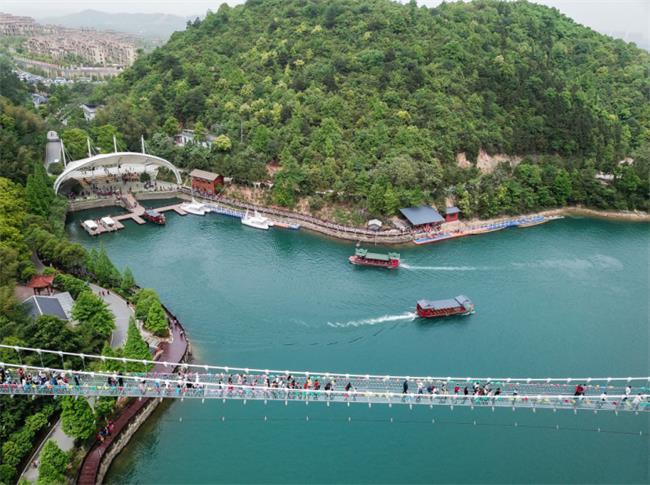 """长沙石燕湖玻璃桥怎么样?游玩石燕湖,1元领""""共享男友"""""""